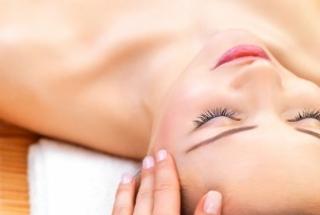 Lush Glow Spa - Facial & Massage (120mins) + Champagne